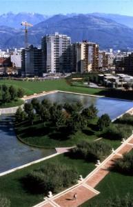Le parc de la Villeneuve, ici lors de la construction, a été conçu par Michel Corajoud. (crédits : Gérard Dufresne)