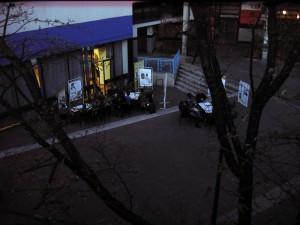 Atelier délocalisé en extérieur pour une réflexion sur les changements de pratiques environnementales. (photo : BB).