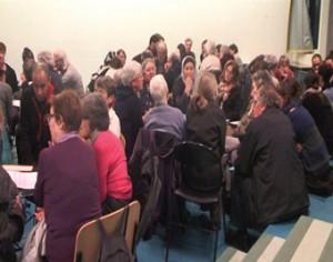 Lors des tables rondes, chacun a pu prendre la parole. (photos : extraits de la vidéo tournée lors de la rencontre)