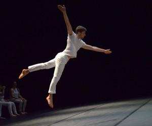 Tom Lévy Chaudet, de la compagnie Les Mutins, lors de la représentation de Sólarsteinn. (photo : Eric Grospeillet)