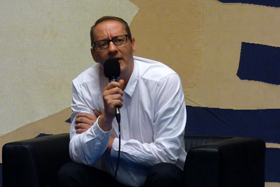 Jean-Marc Mahy lors d'une conférence à la mairie de Grenoble, mercredi 5 octobre 2016, dans le cadre de la journée internationale de la non-violence (photo : Cindy Drogue, Villeneuve Debout)