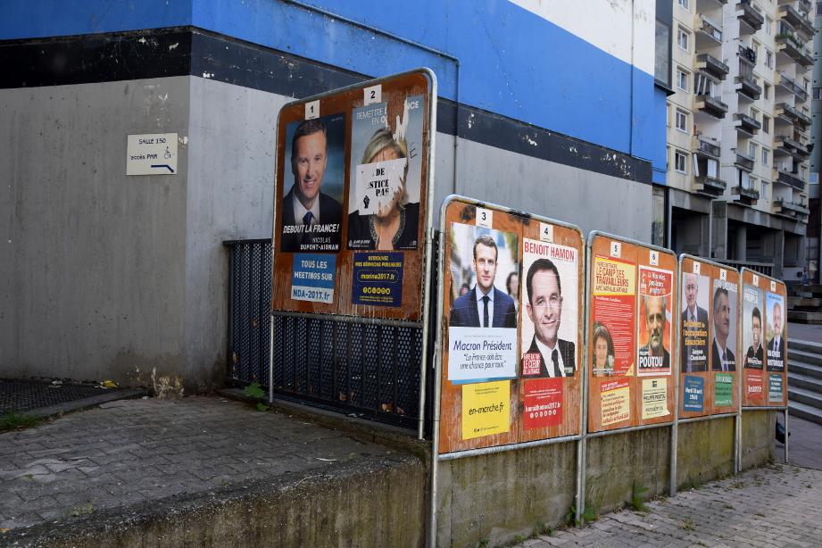 La salle 150, qui abritait les bureaux de vote Arlequin 1, 2 et 3, dimanche 23 avril. (photo : BB, Le Crieur de la Villeneuve)