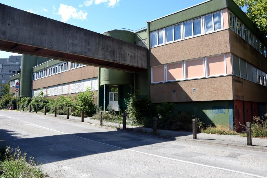 L'ancien collège des Saules va être réhabilité pour accueillir les élèves du collège Lucie Aubrac à la rentrée de septembre 2017. (photo : BB, Le Crieur de la Villeneuve)