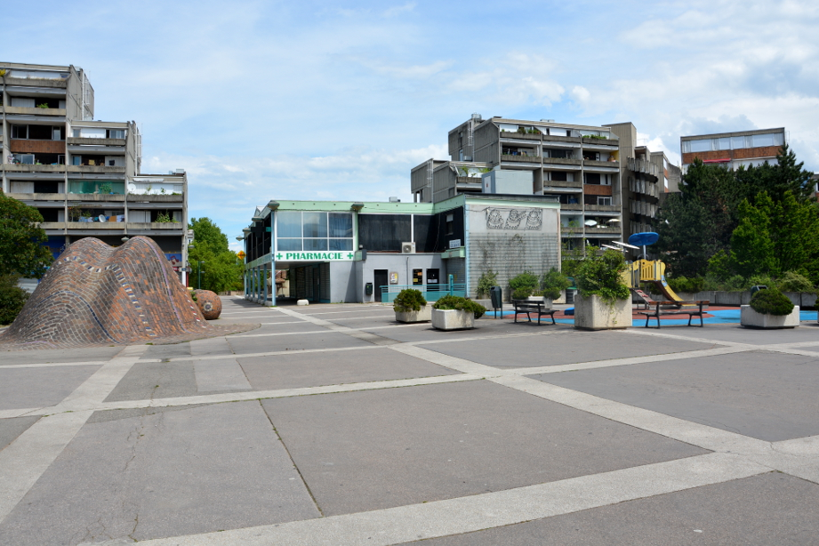 La place des Géants, en mai 2018 (photo : BB, Le Crieur de la Villeneuve)