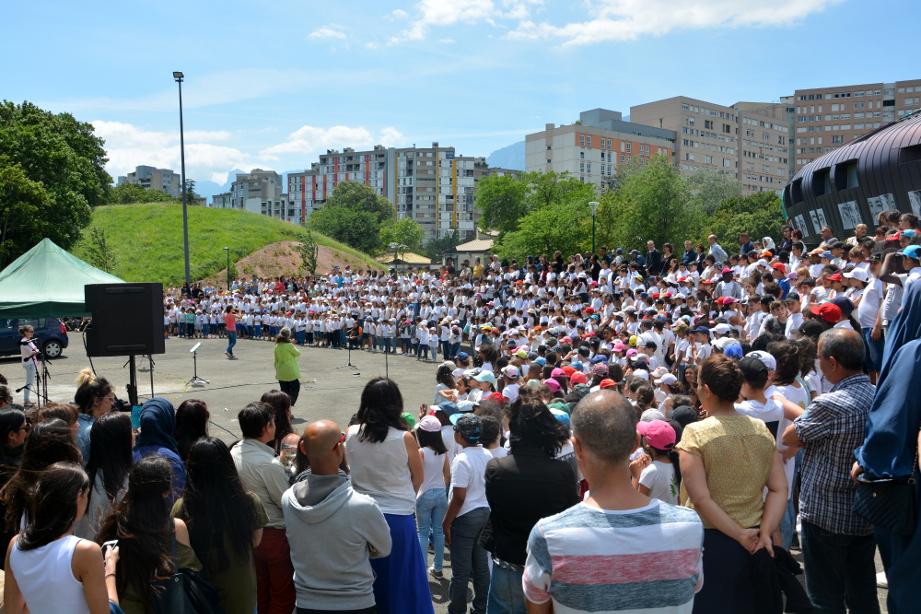 La chorale a réuni 650 enfants de Villeneuve, vendredi 22 juin. (photo : BB, Le Crieur de la Villeneuve)