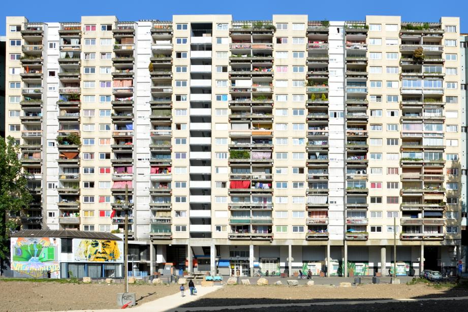Le 90 galerie de l'Arlequin, immeuble appartenant au bailleur social Actis. (photo : BB, Le Crieur de la Villeneuve)