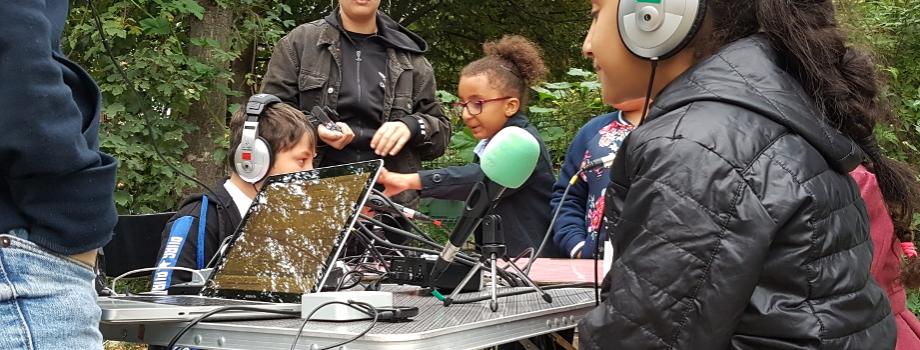 Ici radio Villeneuve : les enfants du quartier vous parlent